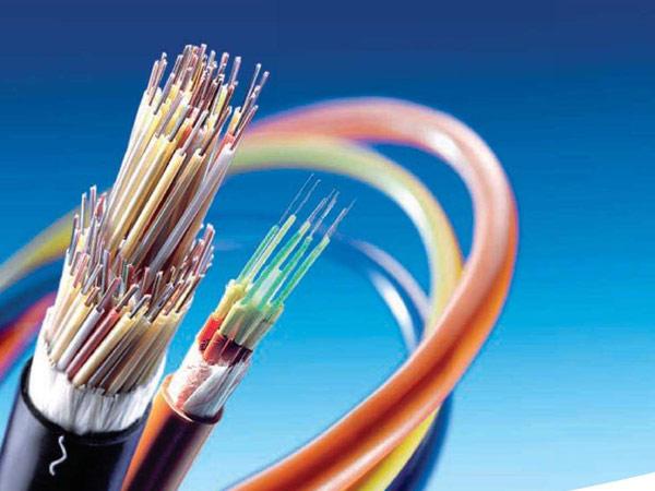Caratteristiche tecniche, tipologie e vantaggi della fibra ottica